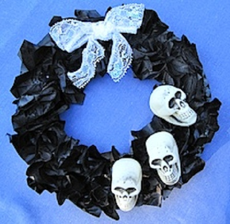 Corona de halloween barata materiales for Decoracion halloween barata