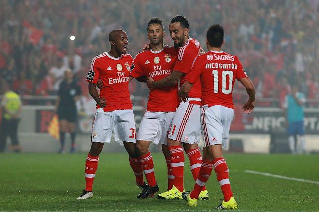 Victor Andrade (à esq.) debutou com sucesso entre os profissionais do Benfica no domingo (Foto: Divulgação/SL Benfica)