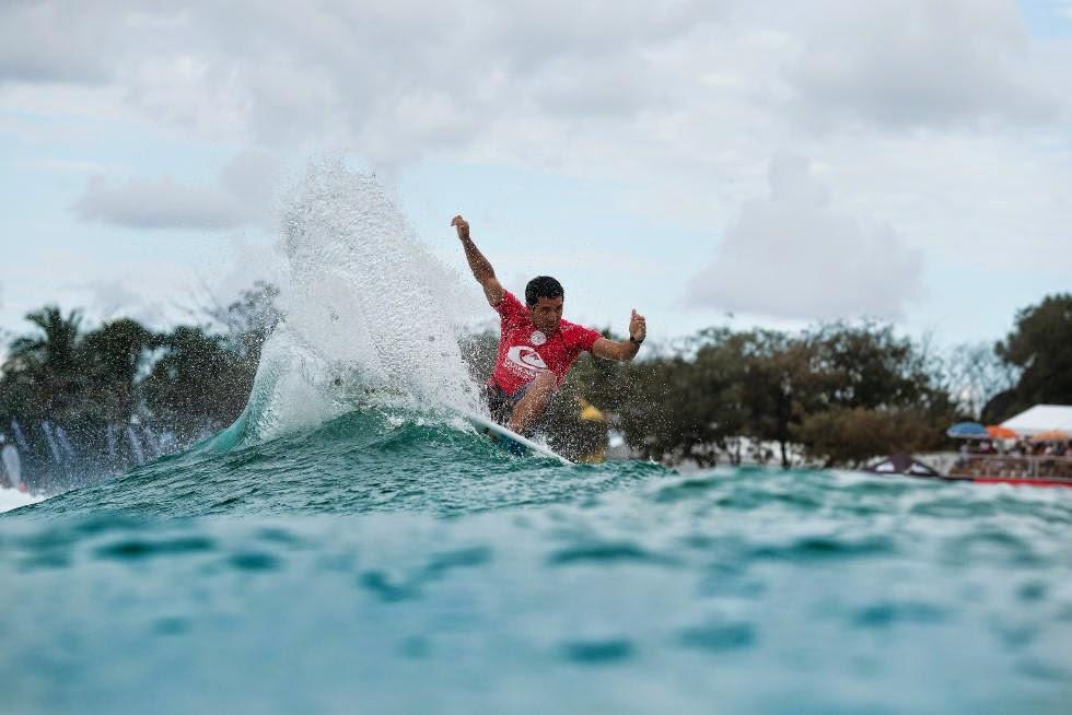 3 Quiksilver Pro Gold Coast 2015 Adriano de Souza Foto WSL Kelly Cestari