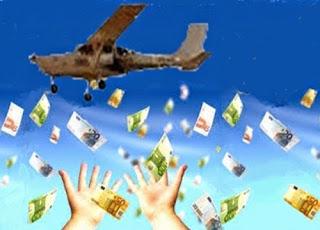 Sceicco arabo lancia centomila euro da un aereo su Napoli