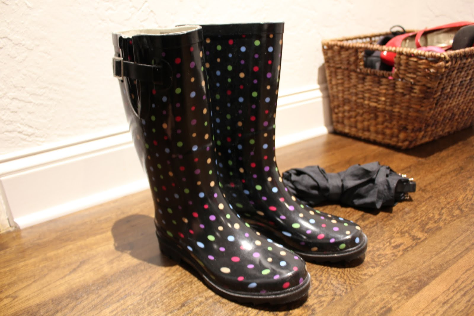 Viva Fashion: Polka Dot Rain Boots...
