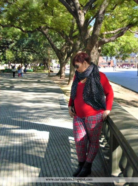 Vistiendo curvas - Look rojo y mix de estampados www.curvaslibres.blogspot.com