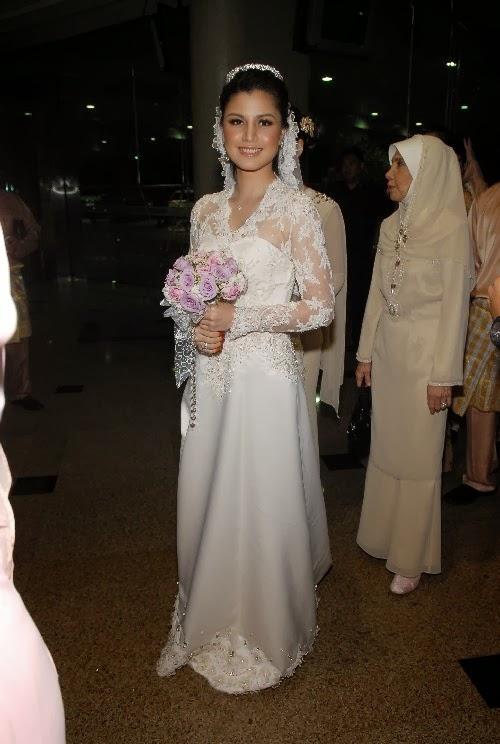 ♛ A Girl Like You ♛: Lisa Surihani\'s Wedding Dress