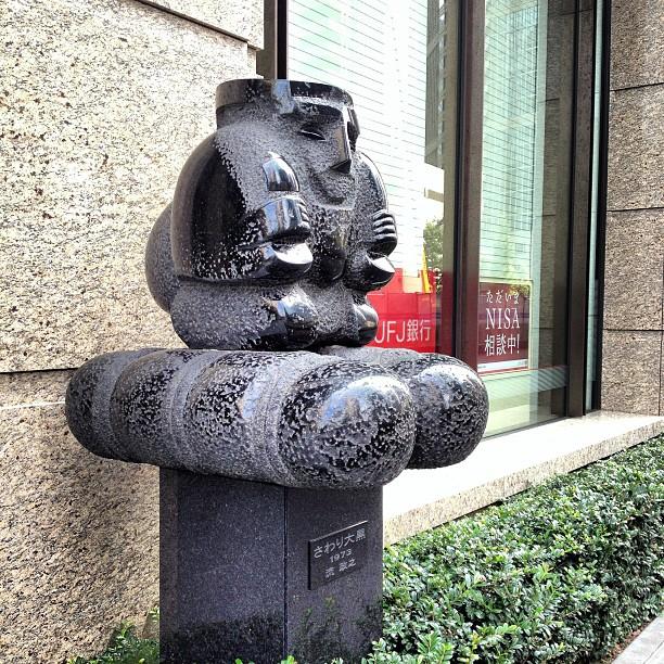 Sawari Side view of Sawari Daikoku (Touching Daikoku) by Masayuki Nagare, Marunouchi Tokyo.