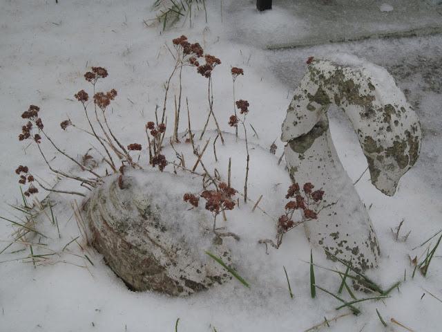 snowy swan planter