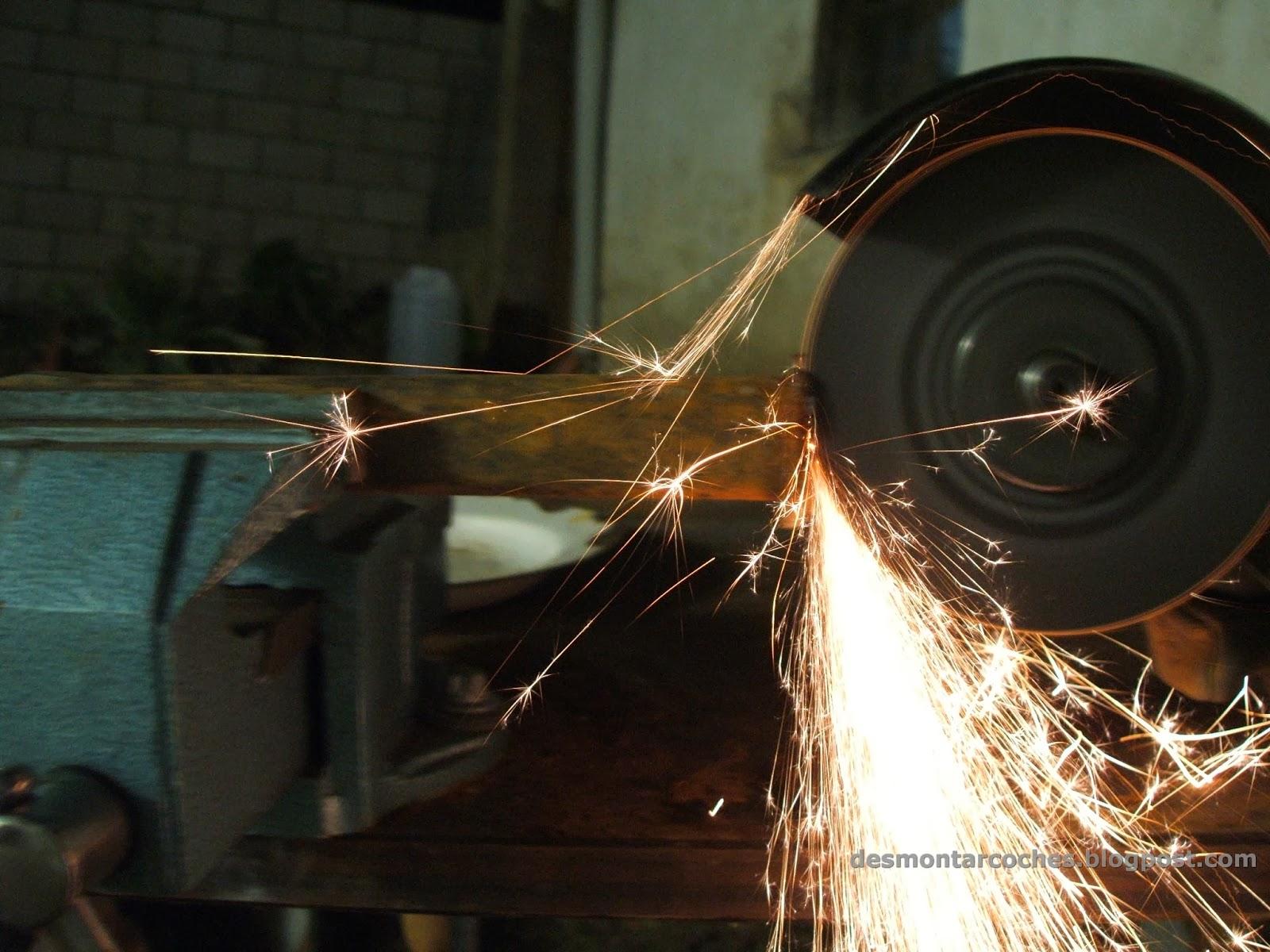 Desmontar coches cortar con la radial for Cortar madera con radial