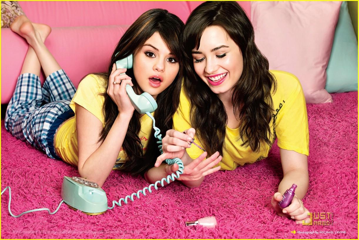 http://2.bp.blogspot.com/-VmTXDv4DXz4/TVVawOt9sTI/AAAAAAAAAEU/WDYt9L1oP9M/s1600/selena-gomez-demi-lovato-friendship-01.jpg