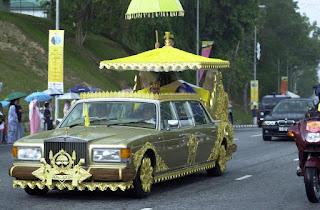 carros em folha de ouro