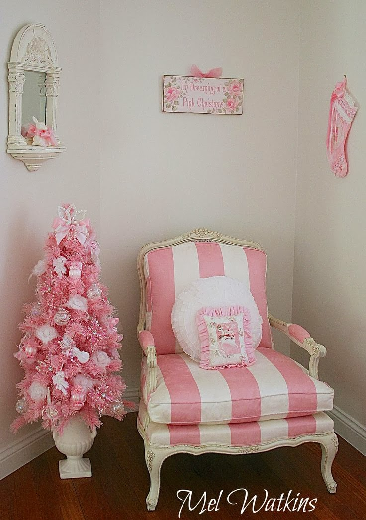 Olivia 39 s romantic home mel 39 s pink christmas home tour for Pink christmas decorations