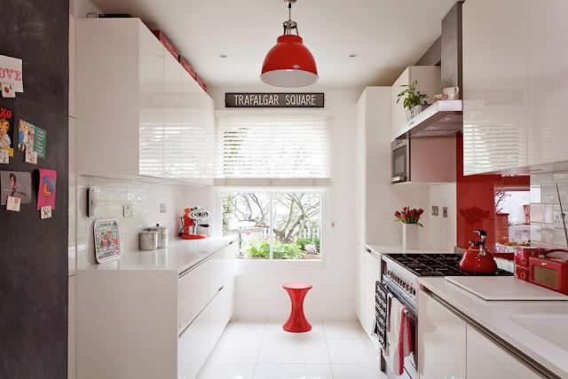branco e vermelho na cozinha