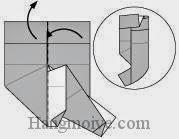 Bước 13: Mở cạnh giấy phía trên lên, gấp cạnh giấy sang trái sao cho vào giữa hai lớp giấy của cạnh giấy vừa mở lên trên.
