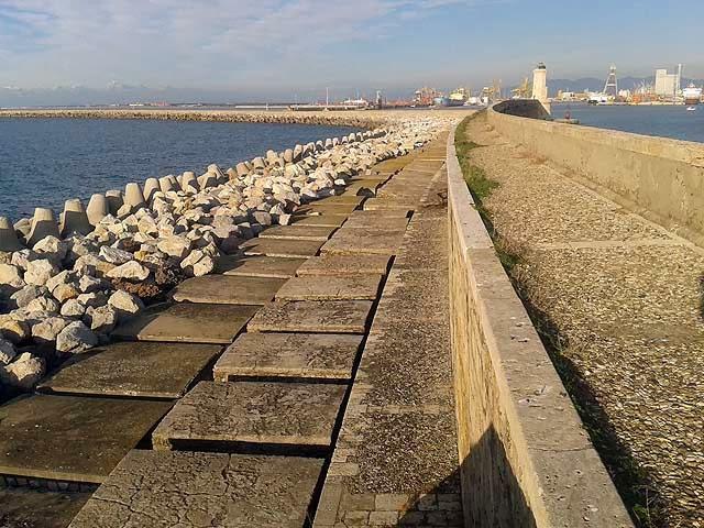 Molo Novo, diga curvilinea, porto di Livorno