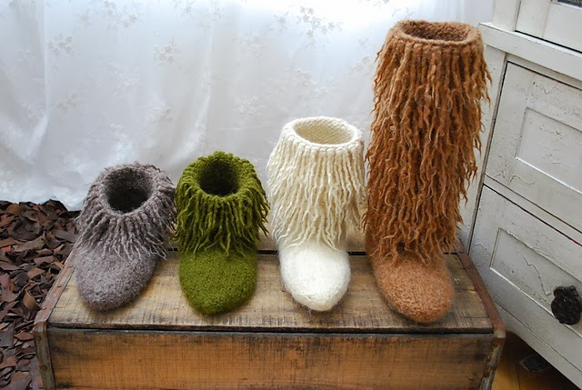 http://www.ravelry.com/patterns/library/moonkoosa-boots