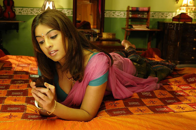 Actress Richa Gangopadhyay hot Saree Photos From Murattu Singam