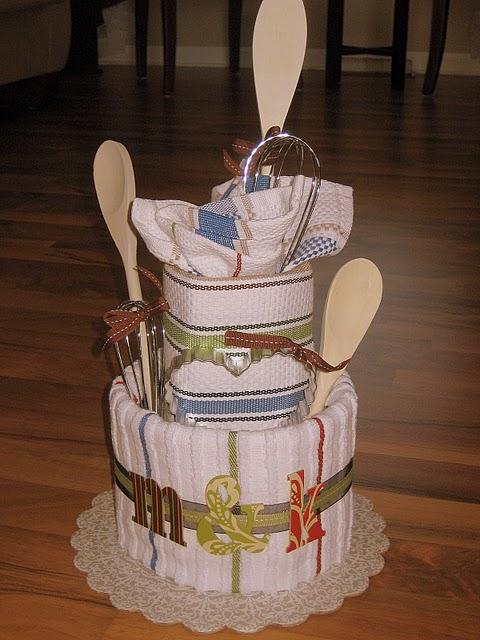 Wedding Shower Gift Ideas Pinterest : Casada e Apaixonada: Bolo de Pano Para Cha de Cozinha