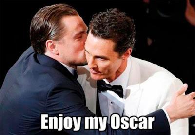 DiCaprio dándole el Oscar a Matthew McCounaghey