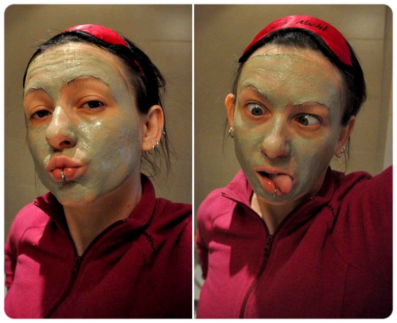 Otbeliwajuschtschaja die Maske für die Person kauf-