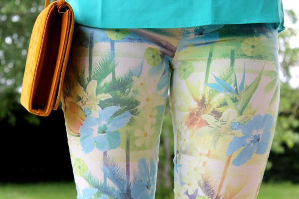 Pantalon Zara imprimé tropical