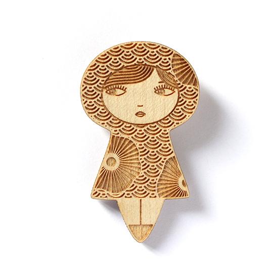 http://www.lesfollesmarquises.com/product/broche-poupee-bois-japonaise