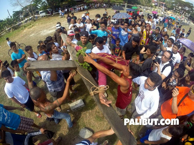 Flagellants Perform Ritual on Holy Week 2015 in Pampanga Photos