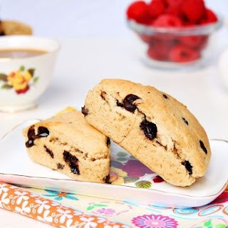 Peanut butter and chocolate scones | Roxanashomebaking.com