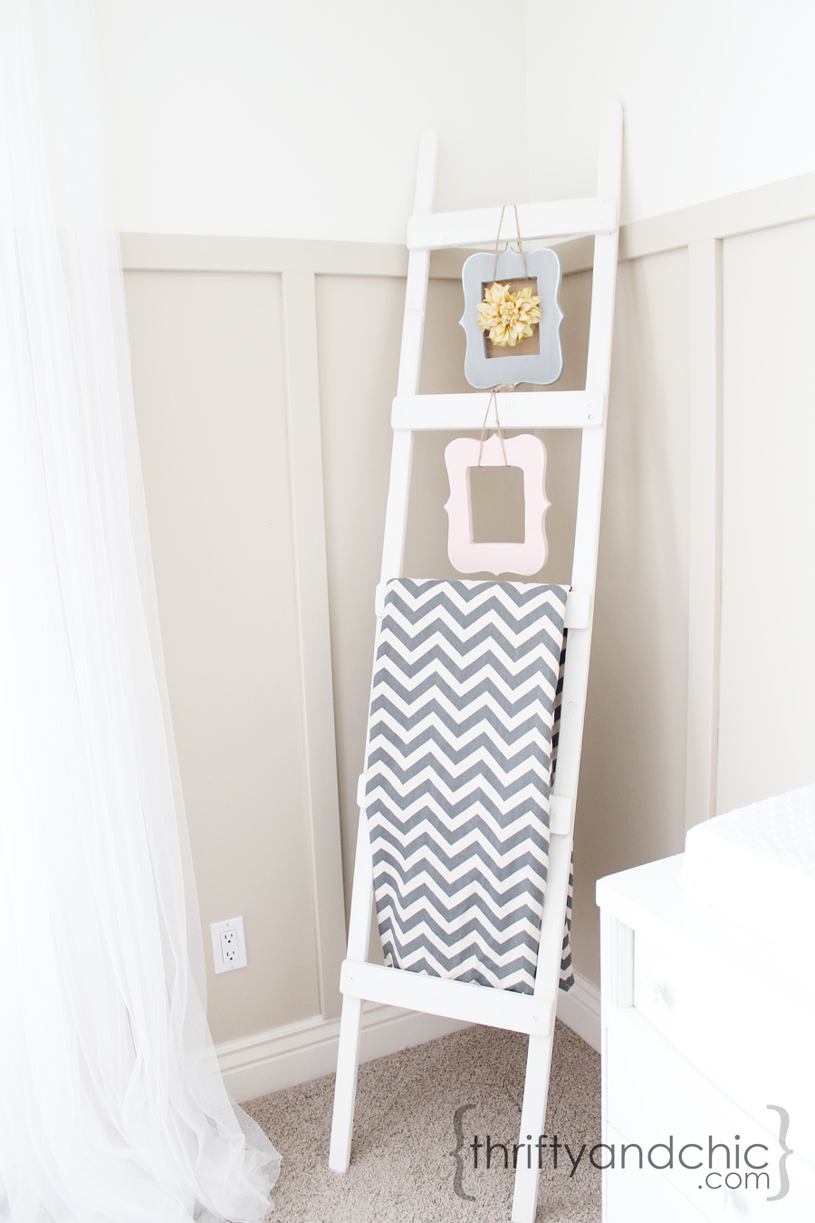 Thrifty and chic diy projects and home decor for Decor ladder