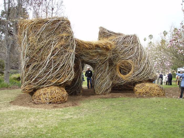 Bending Sticks - The Sculpture of Patrick Dougherty