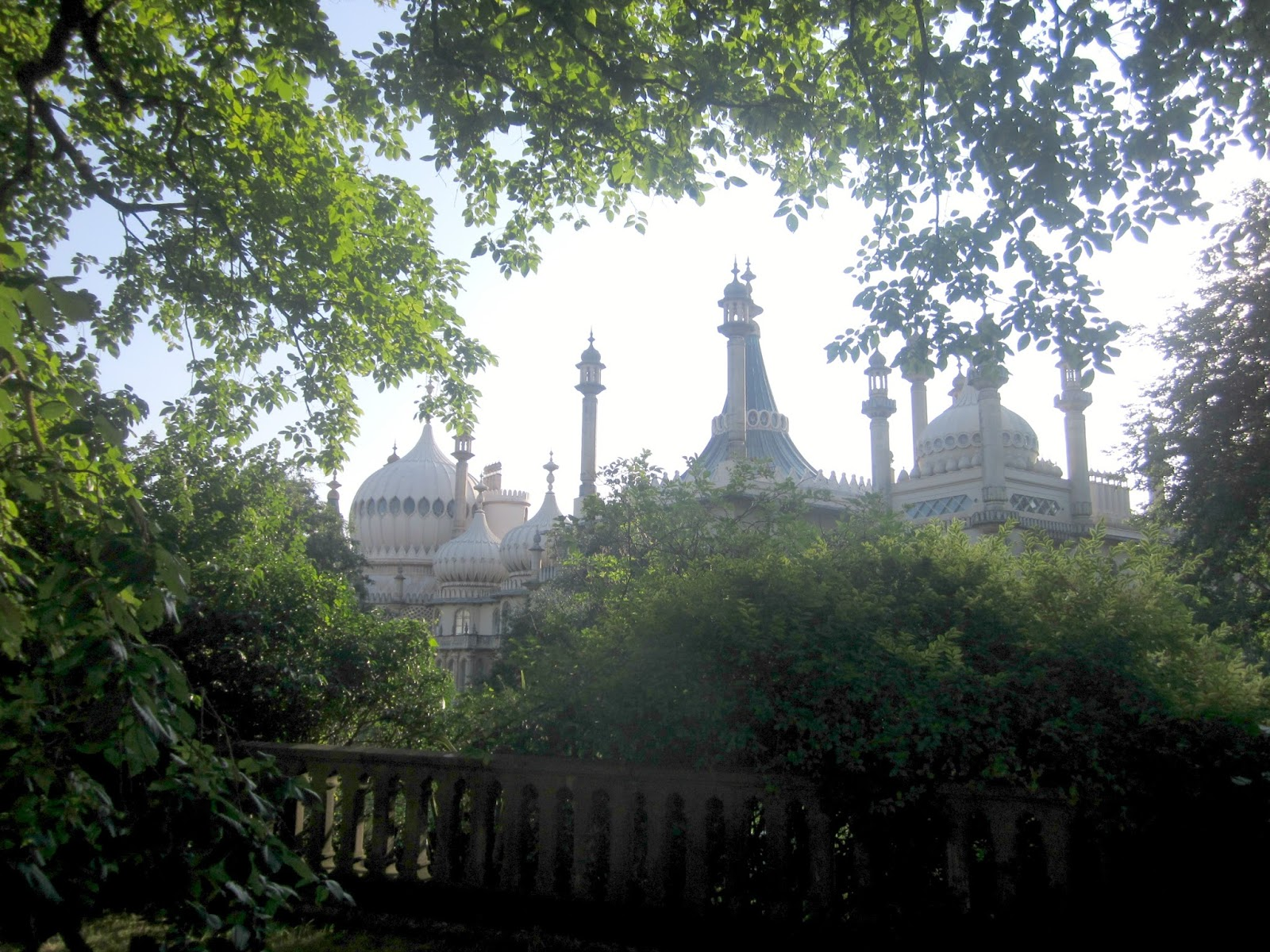 brighton pavillion through the trees