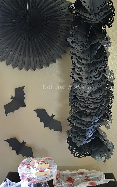 Halloween hanging paper doily garland