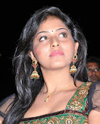 Anjali has been cast as one of Vikram's heroines in his historical movie .