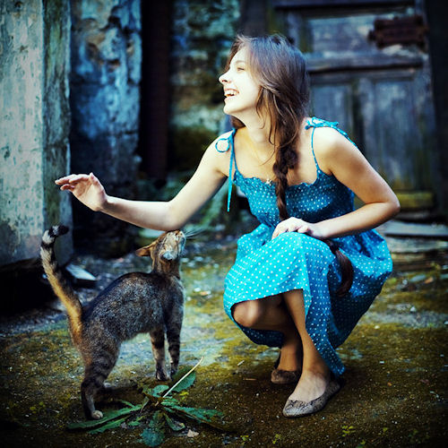Mujer hermosa con su gatito - Une femme et son chat - Cat and girl