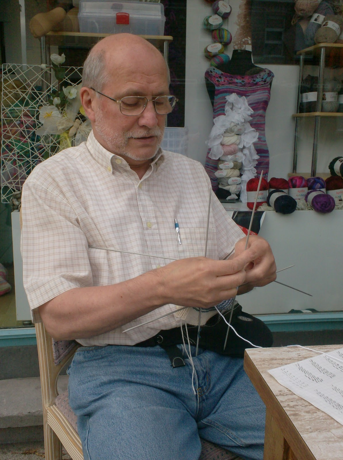 Knitting In Public : Breien en haken in oostende knitting public at ajour
