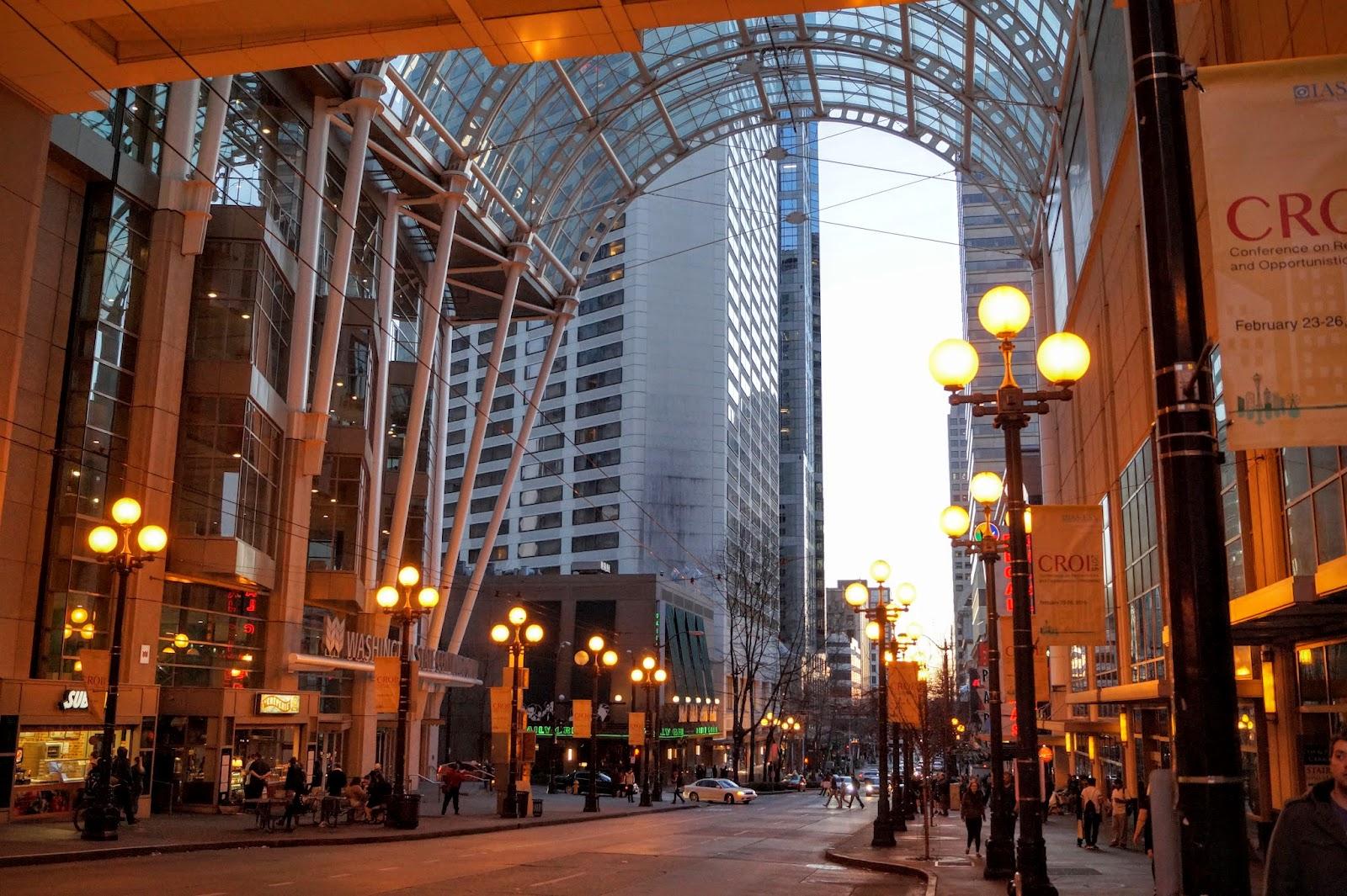 Под стеклянными сводами Конференц-цетра штата Вашингтон зажглись фонари