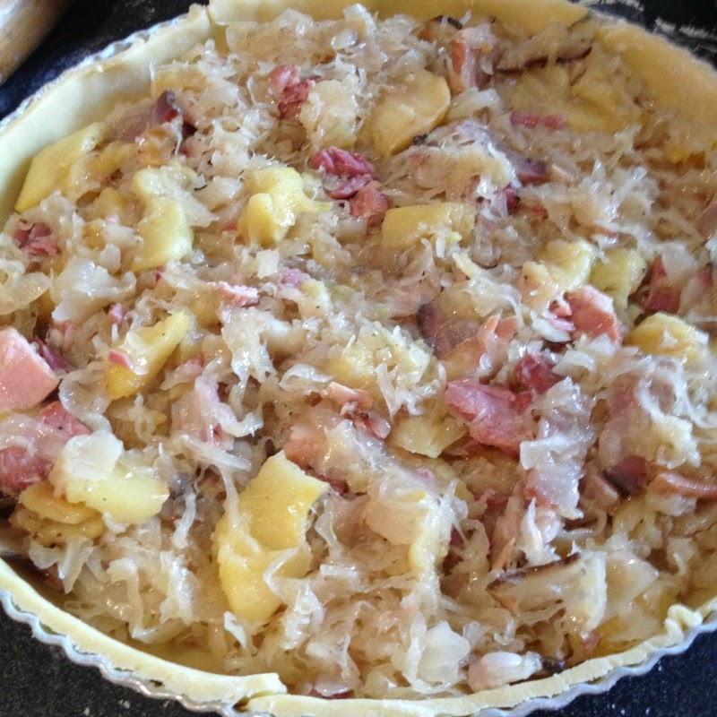 La cuisine claudine quiche la choucroute et aux pommes - Cuisiner choucroute cuite ...
