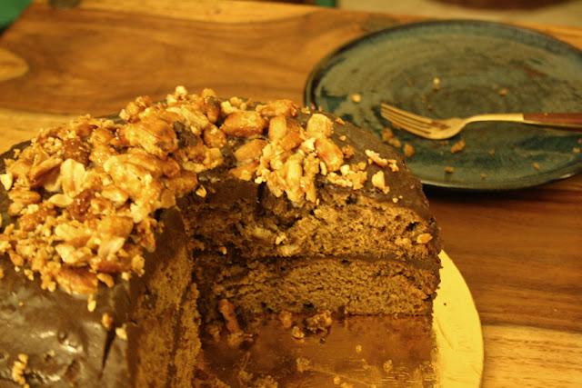 Torta alla banana con glassa al caffe e arachidi caramellate di Lebovitz