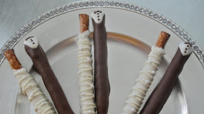 Need Wedding Favors?: Bride and Groom Chocolate Dipped Pretzel Rods
