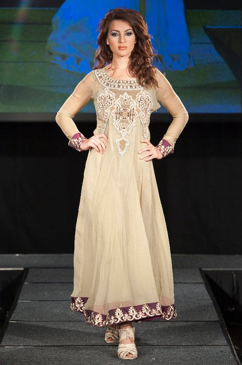 New Frock Designs in Pakistan http://fashiontipsbox.blogspot.com/2011/06/frock-designs-in-pakistan-2011.html