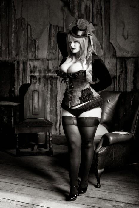 pin up bbw steampunk en corset et bibi en noir et blanc