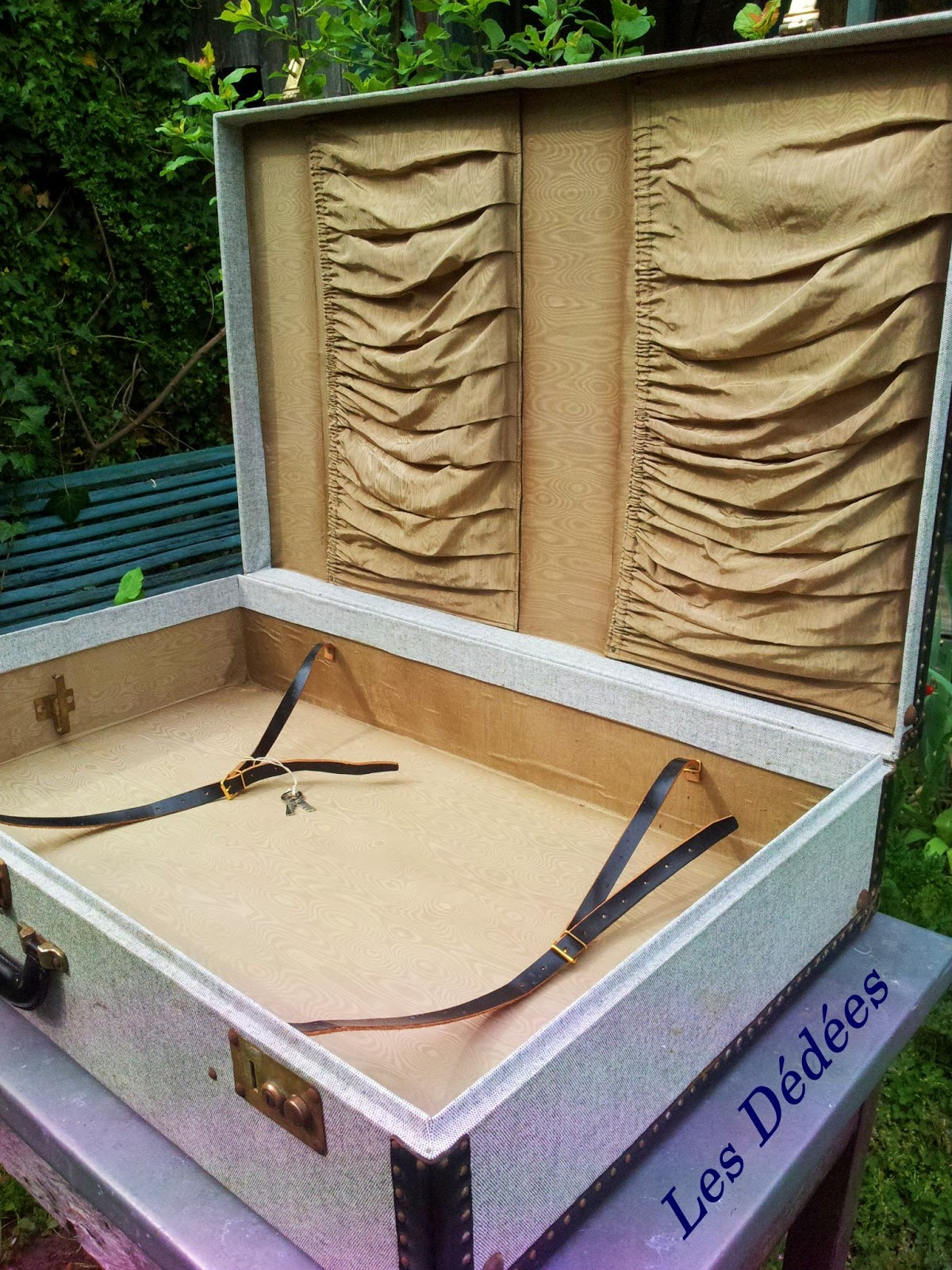 Table basse avec valise ancienne for Meuble porte valise