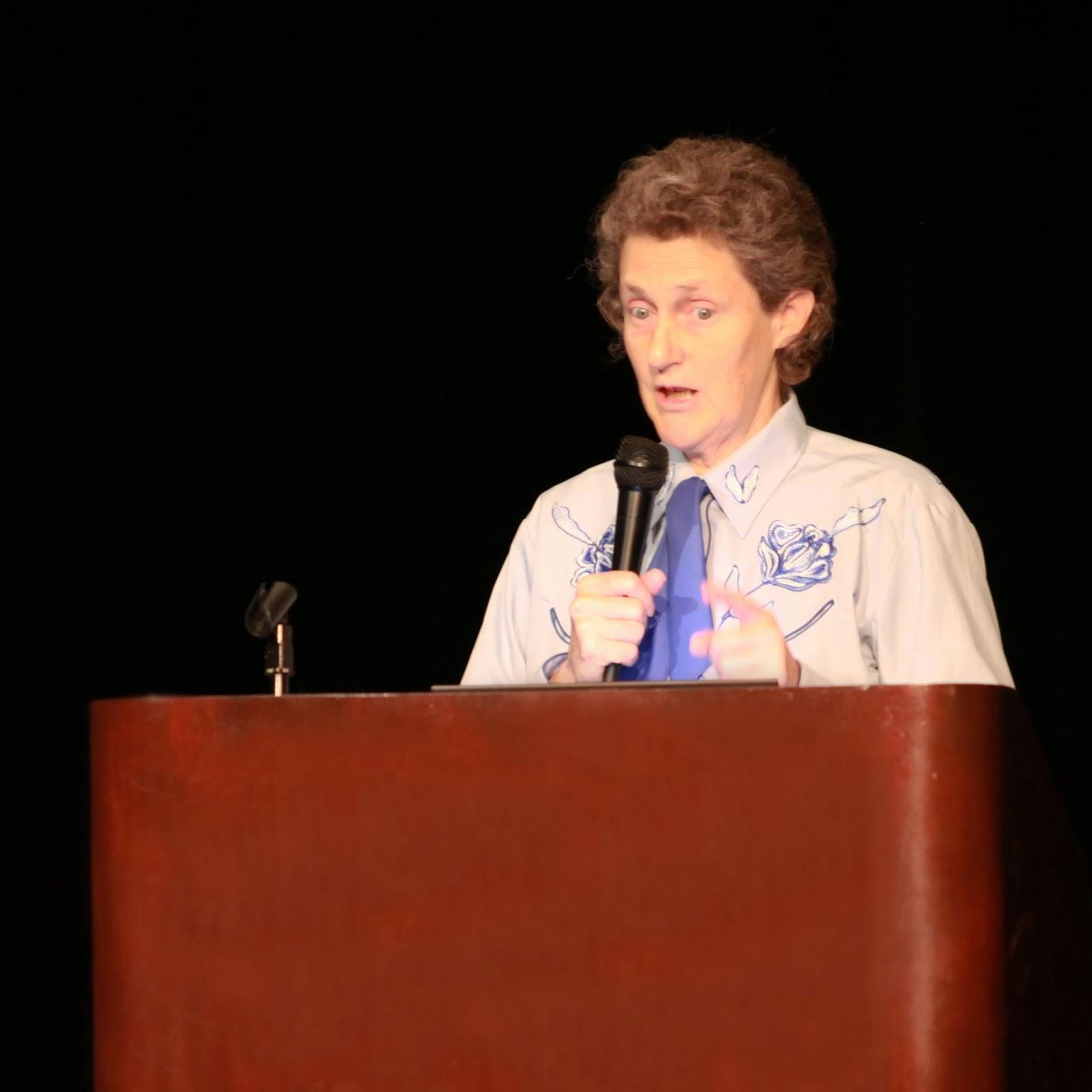 Temple Grandin přednáší na konferenci o autismu