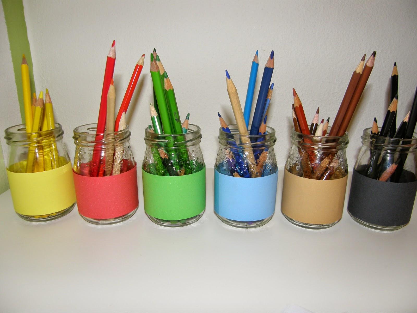 stojánek na pastelky podle montessori