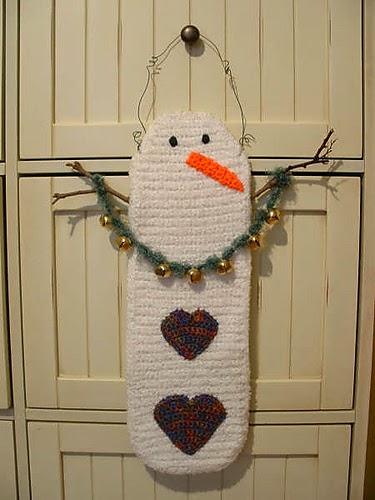 http://crochetcafe.blogspot.com/2013/12/garland-snowman.html