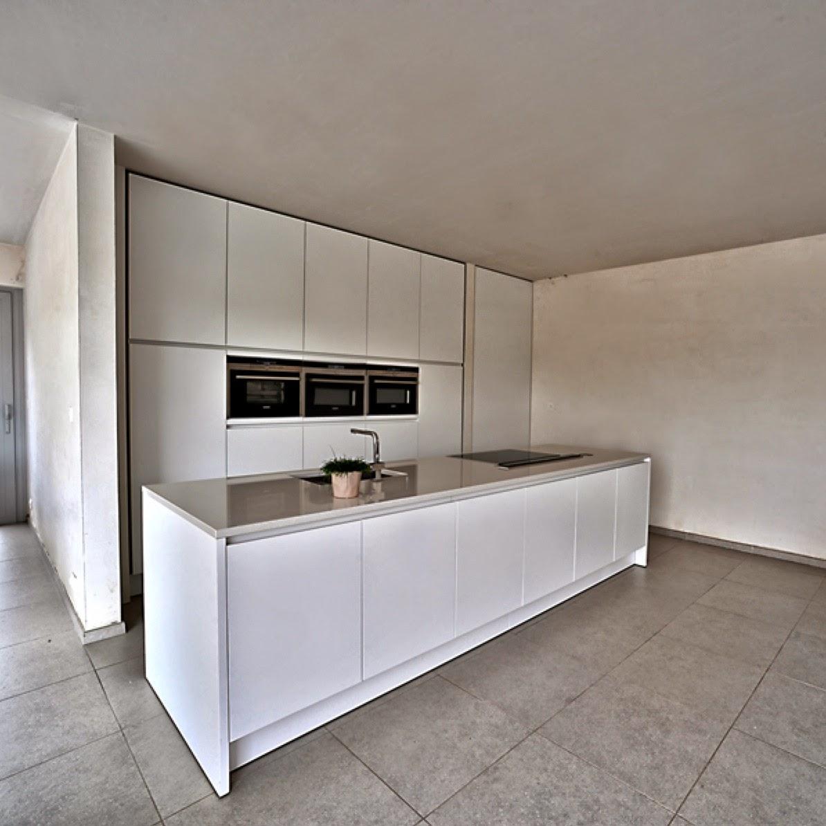 Realisatie interieur moderne keukens interieurbouw claesen gunther bilzen - Dimensie centraal keuken eiland ...