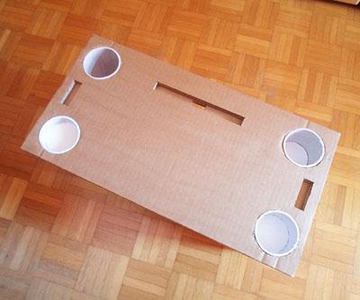 Mesita de trabajo hecha con tubos de cart n y cart n - Mesitas para desayunar en la cama ...
