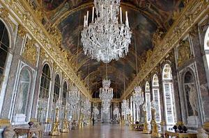Mientras escuchas las melodías, imagina una fiesta en Versalles en el siglo XVIII.