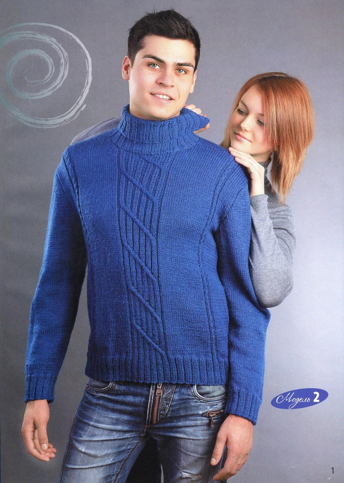 синий мужской свитер вязаный спицами.