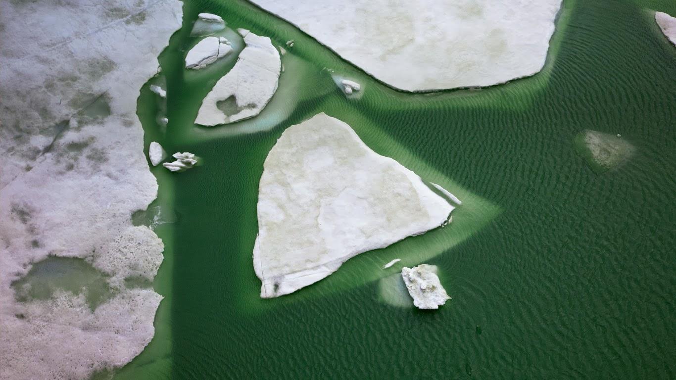 Ice on Lake Grimsel, Switzerland (© Gozooma/Gallery Stock) 366