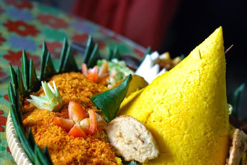 Resep Cara Membuat Nasi Kuning Komplit Enak