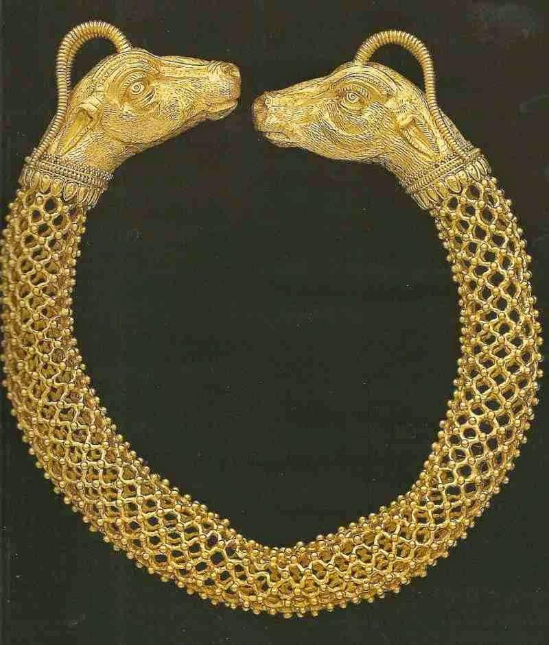 Οι αρχαιοκάπηλοι οδήγησαν τους αρχαιολόγους στην Αμφίπολη για να πάρουν αξία τα κλεμμένα!!!