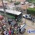Adustina-BA: Manifestantes fecham as portas da prefeitura e impedem funcionários de saírem